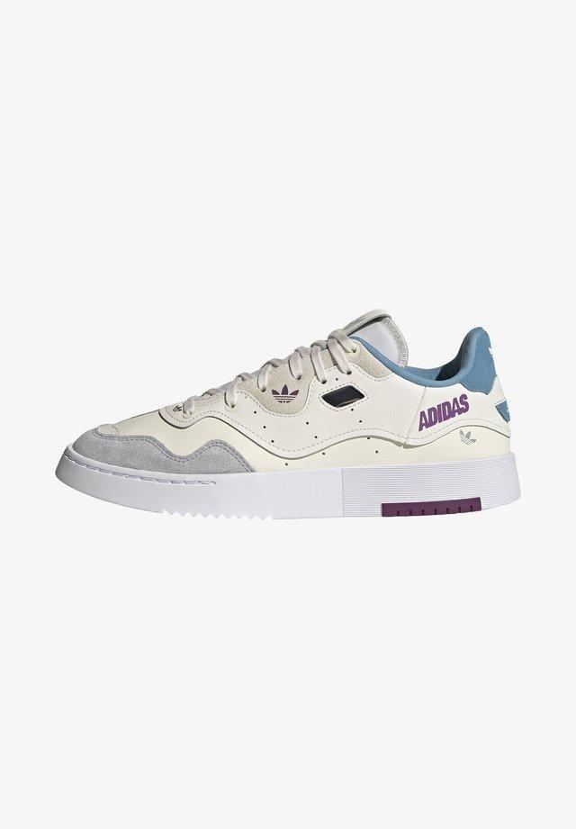 SUPERCOURT STYLE  - Sneakers basse - core white/footwear white/haze blue