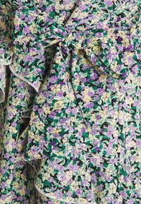 Missguided Petite - SMOCK DRESS DITSY - Kjole - black - 2