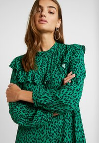 Topshop - YOKE CHUCKON MIDI   - Day dress - green - 5