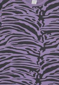 Lindex - MINI ZEBRA UNISEX - T-shirt print - light dusty lilac - 2
