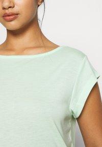 ONLY PLAY Petite - ONPMAGDALENA BURNOUT TEE PETITE - Camiseta estampada - green ash - 5