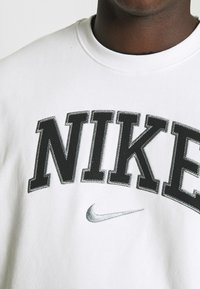 Nike Sportswear - RETRO CREW - Sweatshirt - white - 4