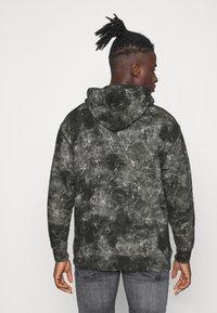 Levi's® - RELAXED FIT LOGO HOODIE UNISEX - Hoodie - black - 2