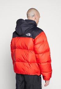 The North Face - UNISEX - Gewatteerde jas - fiery red - 2