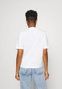 Reebok Classic - LINEAR TEE - Print T-shirt - chalk - 2