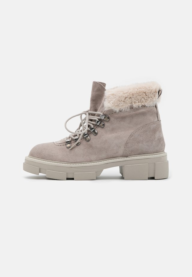 ALMA - Kotníkové boty na platformě - polar
