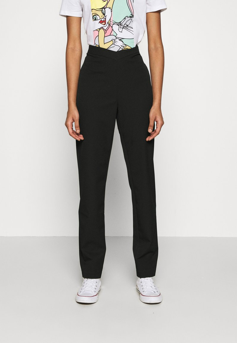 NA-KD - MATHILDE GØHLER V SHAPED WAIST STRAIGHT PANTS - Stoffhose - black