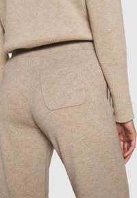 CHINTI & PARKER - ESSENTIALS WIDE LEG PANT - Pantalones - oatmeal - 5