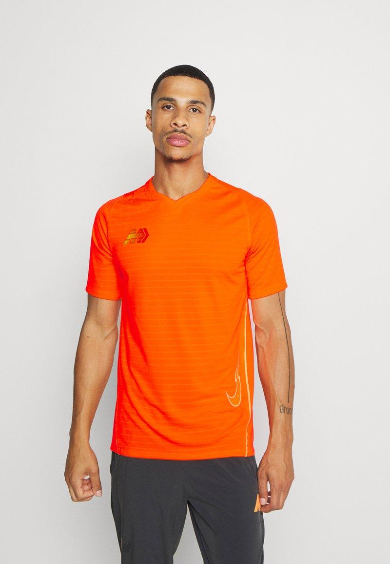 Nike Performance - DRY - Print T-shirt - total orange