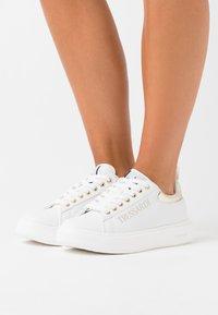 Trussardi - YRIAS LOGO PRINT - Sneakers basse - white/gold - 0