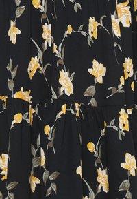 Pieces Maternity - PCMGLYDA WRAP DRESS - Denní šaty - black - 2