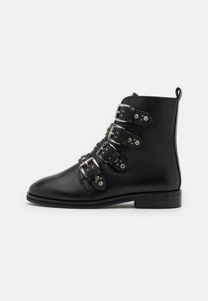 OPALA STUD BOOT - Cowboy/biker ankle boot - black