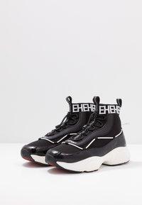 Ed Hardy - RUNNER TRIBAL - Sneakersy wysokie - black/white - 2
