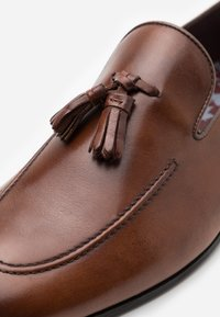 Walk London - TERRY TASSEL LOAFER - Smart slip-ons - brown - 5