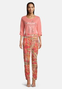 Betty Barclay - Trousers - red/camel - 1
