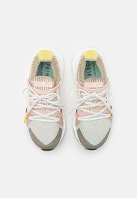 adidas by Stella McCartney - ULTRABOOST 20  - Zapatillas de running neutras - pearl rose/ash green/tech beige - 3