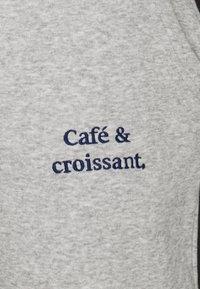 Les Petits Basics - JOGGER CAFÉ CROISSANT UNISEX - Tracksuit bottoms - heather grey - 2