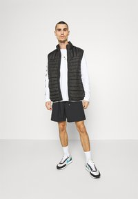 Only & Sons - ONSPAUL QUILTED - Väst - black - 1