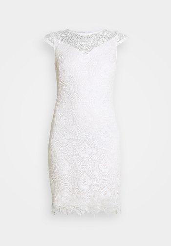 VIEDELLE CAPSLEEVE DRESS - Fodralklänning - snow white