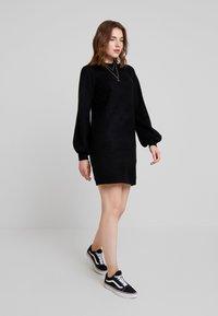Object - OBJEVE NONSIA - Pletené šaty - black - 2