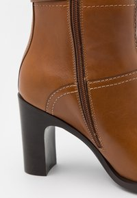 See by Chloé - Kotníková obuv na vysokém podpatku - cammello - 4