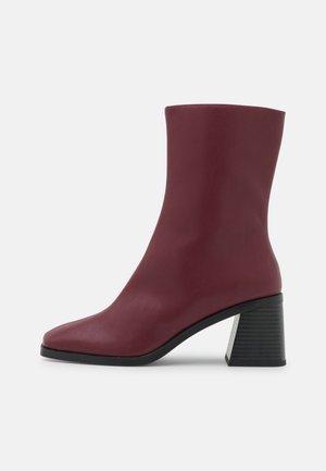 ROONEY BOOT VEGAN - Korte laarzen - red dark