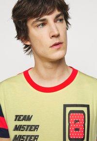 Viktor&Rolf - PRINTED - T-shirt z nadrukiem - yellow - 3