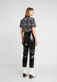 EDITED - KANI PANTS - Broek - schwarz - 2