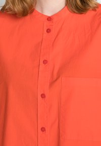 Marc O'Polo DENIM - BLOUSE SLEEVELESS CHEST POCKET - Blouse - fire red - 4