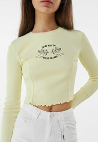 Bershka - MIT STICKEREI - Langærmede T-shirts - yellow - 3