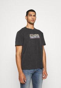 AllSaints - PROUD CREW - Print T-shirt - jet black - 0
