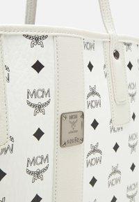 MCM - SHOPPER PROJECT VISETOS MEDIUM SET - Tote bag - white - 6