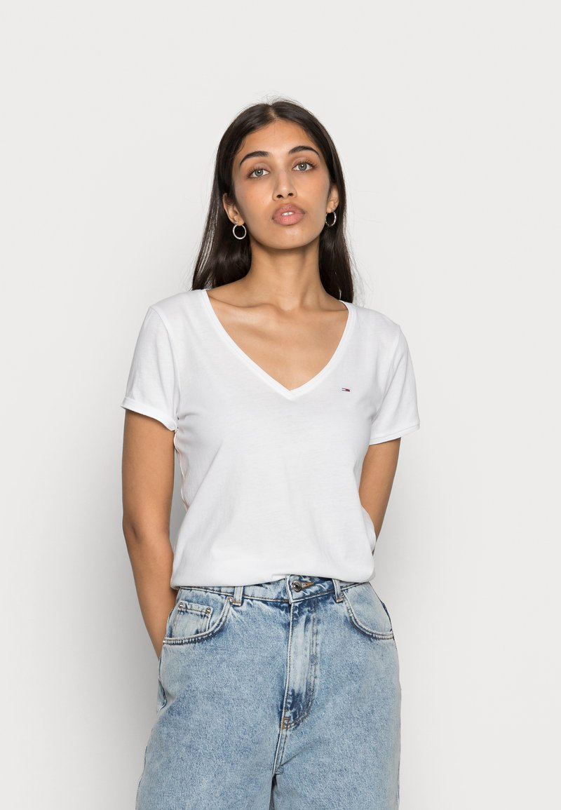Tommy Jeans - SOFT V NECK TEE - Basic T-shirt - classic white