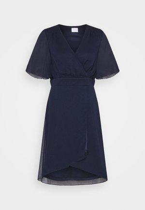 VIRILLA 2/4 SLEEVE DRESS - Koktejlové šaty/ šaty na párty - navy