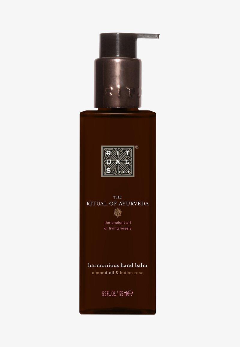 Rituals - THE RITUAL OF AYURVEDA KITCHEN HAND BALM - Hand cream - -