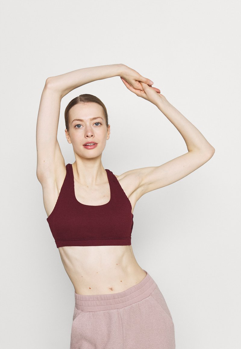 Cotton On Body - WORKOUT CUT OUT CROP - Light support sports bra - mulberry