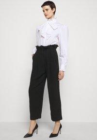 Alberta Ferretti - TROUSERS - Trousers - black - 3