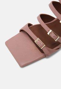ALOHAS - PRICKLY - Pantofle na podpatku - pale pink - 7