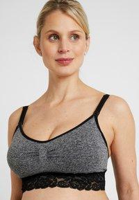 MAGIC Bodyfashion - MOMMY NURSING BRA - T-skjorte-BH - black/grey combi - 3