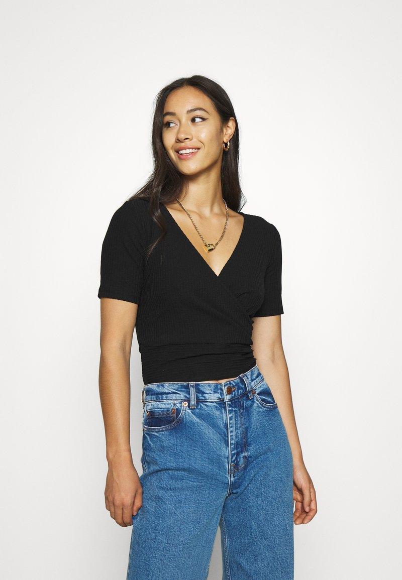 Monki - SISSELA - T-shirts - black dark