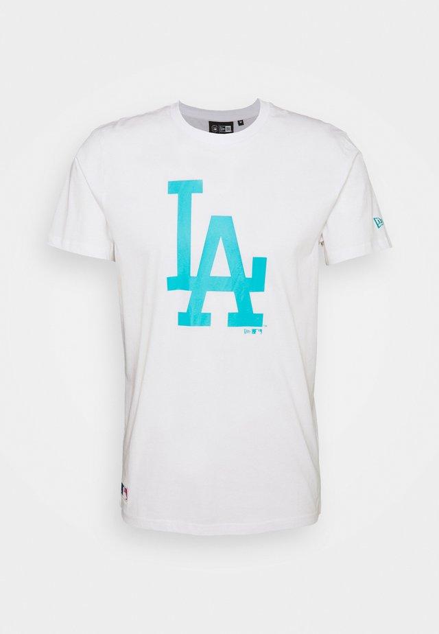 LOS ANGELES DODGERS MLB SEASONAL TEAM LOGO TEE - Klubbkläder - white