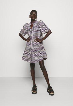 JENNA - Denní šaty - violet