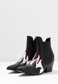 Vero Moda - VMJESS BOOT - Korte laarzen - black/white - 4