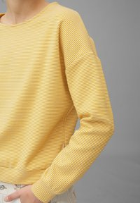 Marc O'Polo - AUS REINER BAUMWOLL-QUALITÄT - Long sleeved top - multi/pure curry - 3