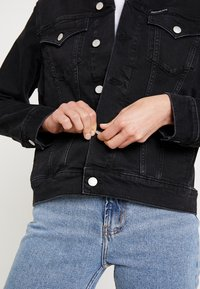 Calvin Klein Jeans - FOUNDATION TRUCKER - Denim jacket - washed black - 5