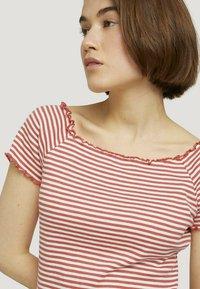 TOM TAILOR DENIM - CARMEN - Print T-shirt - coral white stripe - 4