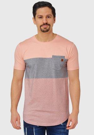 PORTER - Print T-shirt - coral cloud