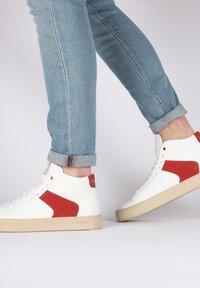 Blackstone - Höga sneakers - white - 3