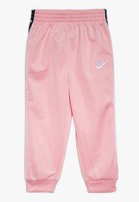 Nike Sportswear - TRICOT TAPING SET - Trainingsanzug - pink - 2