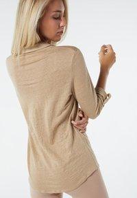 Intimissimi - LEINENSHIRT MIT 3/4-ARM MIT RIEGELN - Button-down blouse - hautfarben - 375i - natural beige - 1